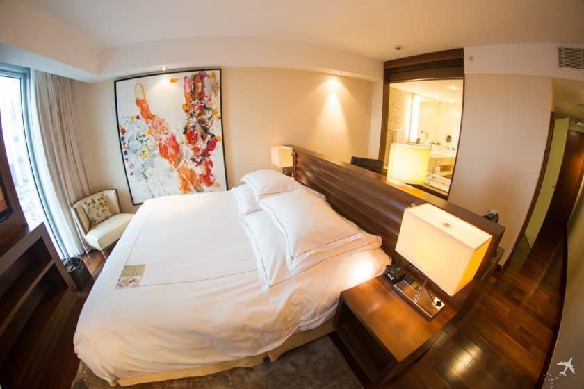 Jumeirah Hotel Frankfurt Deluxe Zimmer 840x560 840x560 1