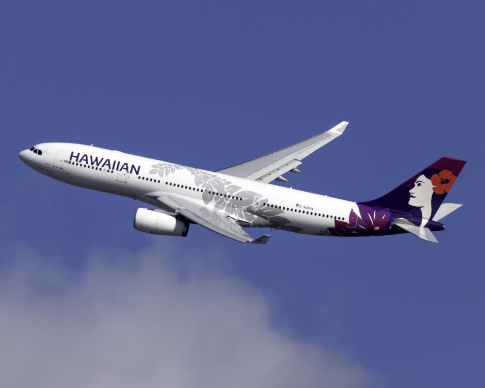Hawaiian Airlines Airbus A330 243 N381HA 1 1000x800 1