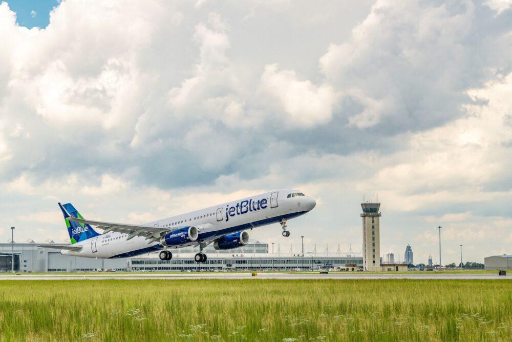 JetBlue A321 a sustainable jet fuel blend aircraft 2 1000x667 1