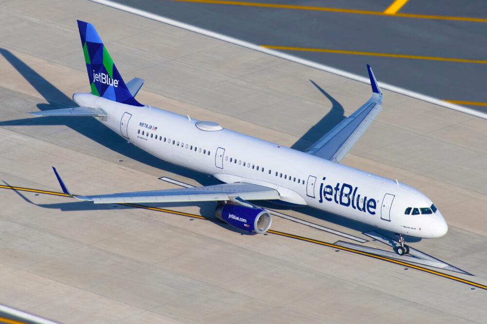 JetBlue Airways Airbus A321 231 N978JB 1000x666 1