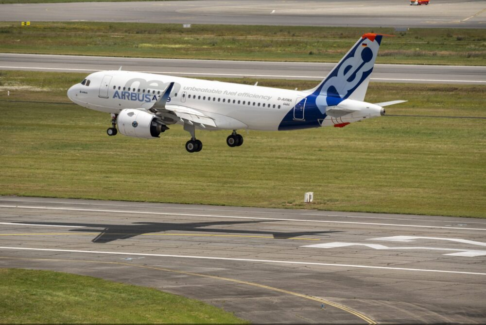 Airbus 50th anniversary Formation flight – landing of A319neo  scaled e1604784274951 1000x670 1
