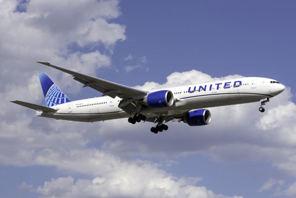 United Airlines Boeing 777 300ER N2250U 1000x667 1